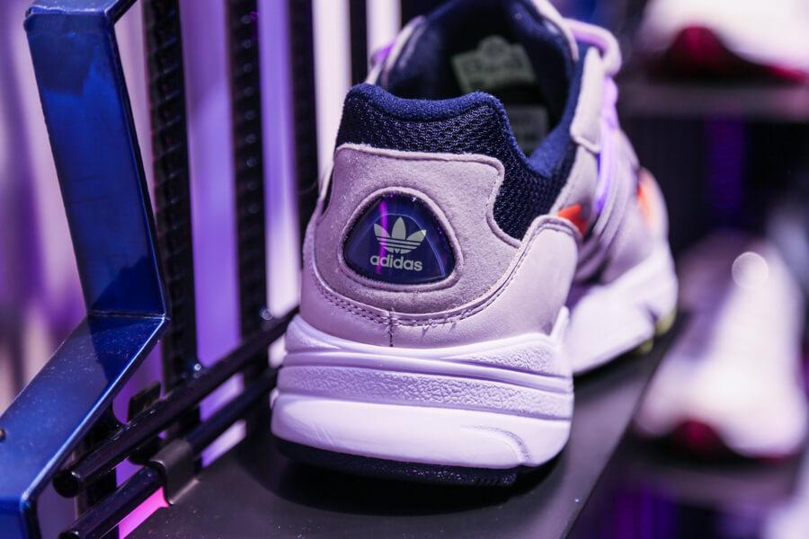 "设计:跟着 adidas Originals""回到""90 年代,Falcon 和 YUNG 96 全新复古配色很 disco-BlueDotCC, 蓝点文化创意"