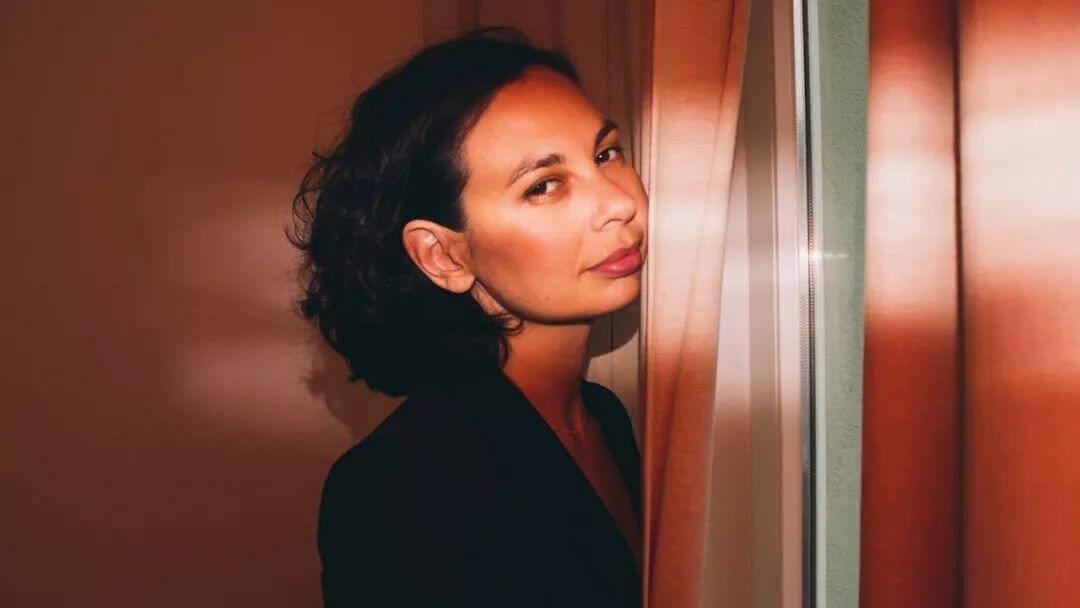 那个自称中国女人的俄罗斯裔加拿大歌手