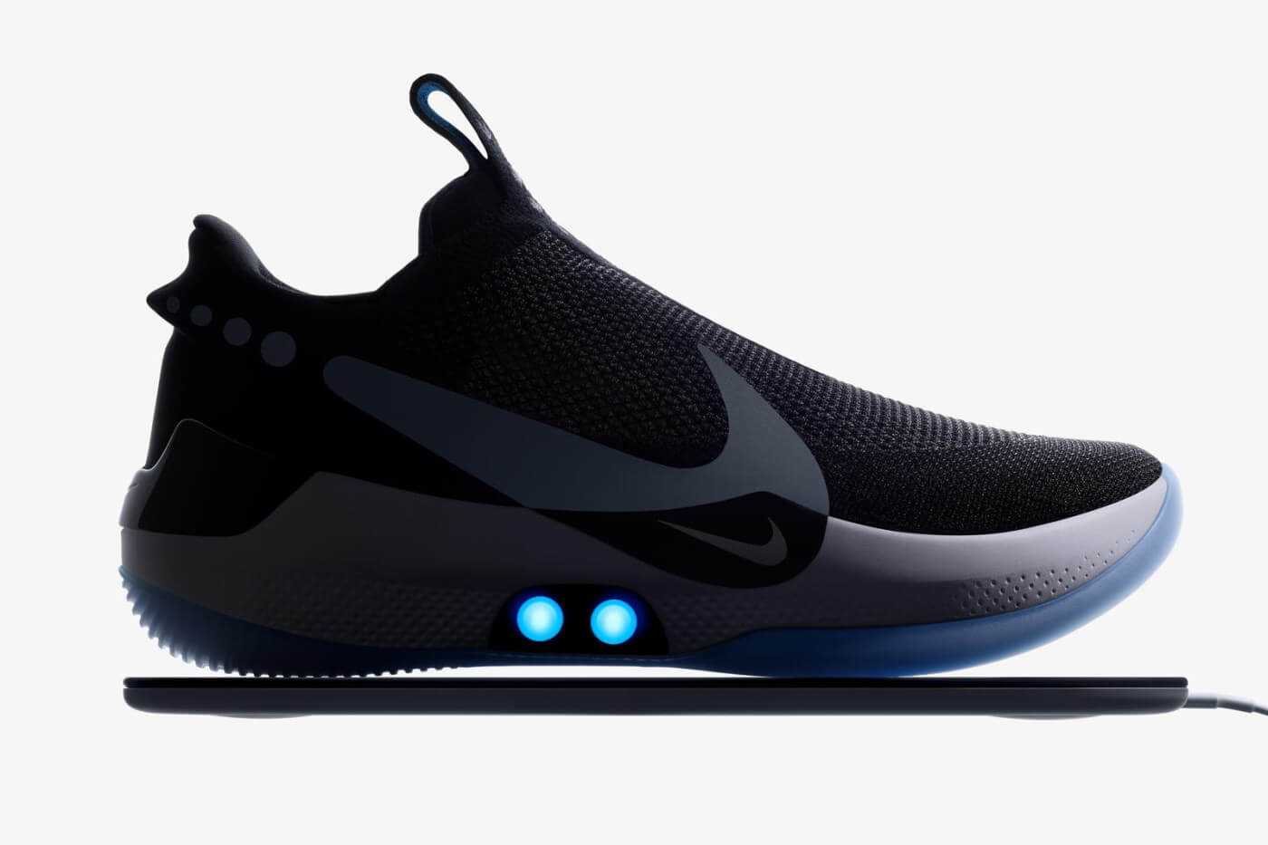 NIKE 正式发布自动系带篮球鞋 Adapt BB,它已经完成了在 NBA 的首秀