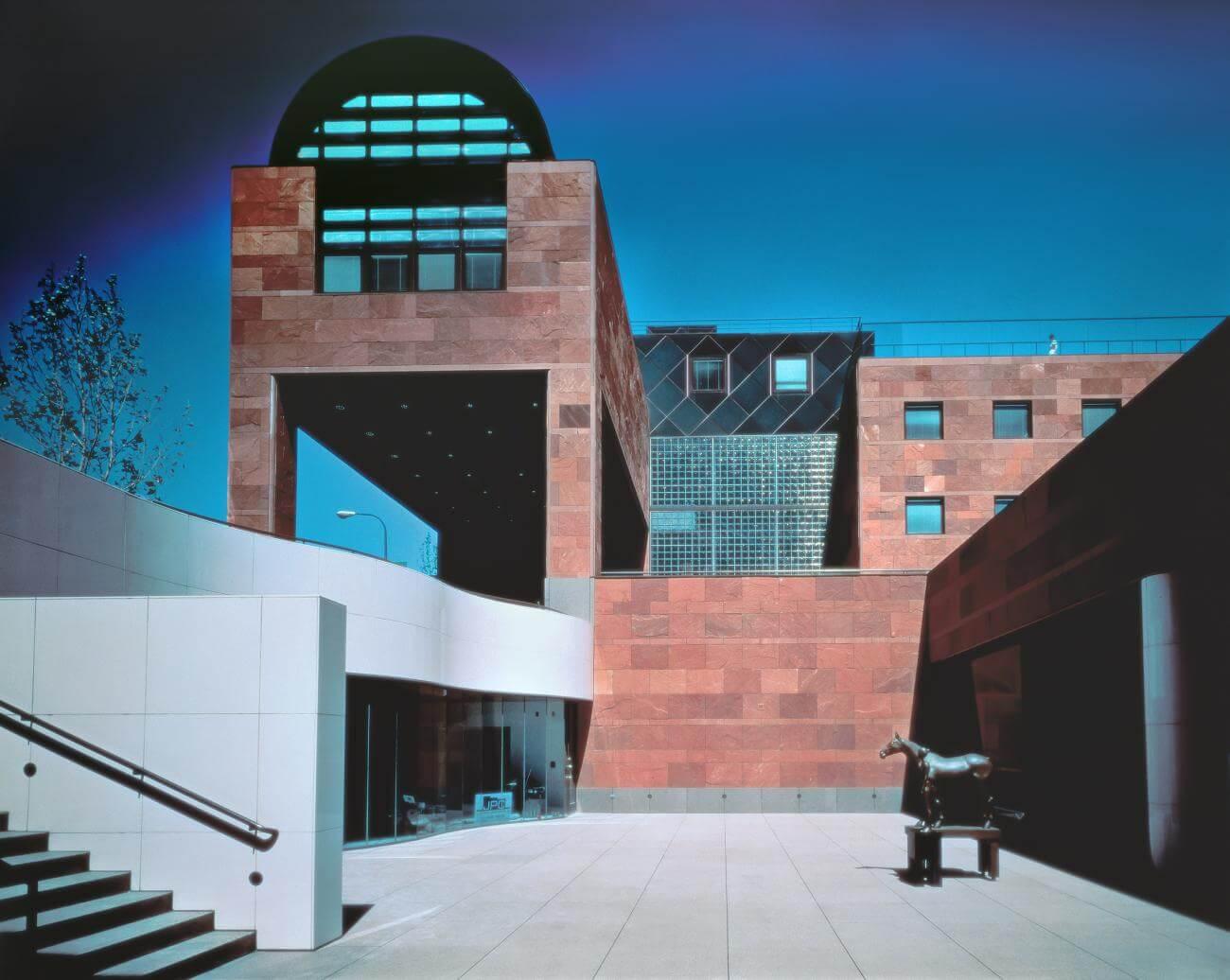 2019 年普利兹克建筑奖公布,日本建筑大师矶崎新获得了这一殊荣