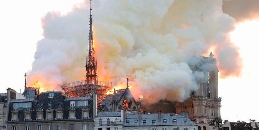 幕墙BIM网:突发!巴黎圣母院大火!800年古迹被焚毁,全人类最伤心的一天…-BlueDotCC, 蓝点文化创意