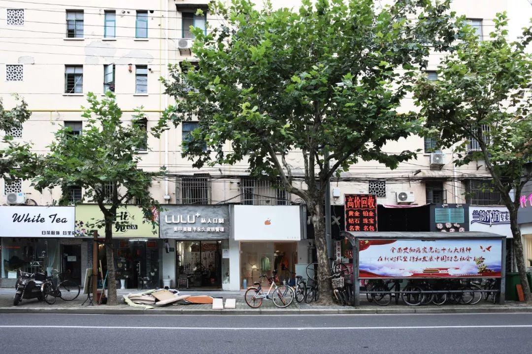 """这家30㎡的小店像颗糖果,还包含了一点女建筑师""""建筑学汉子心""""粗糙的碴碴-BlueDotCC, 蓝点文化创意"""