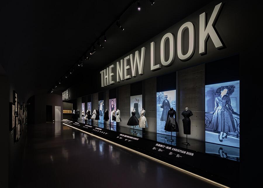 """回顾 70 年的传奇历程,DIOR 的""""梦之设计师""""展在上海亮相了-BlueDotCC, 蓝点文化创意"""